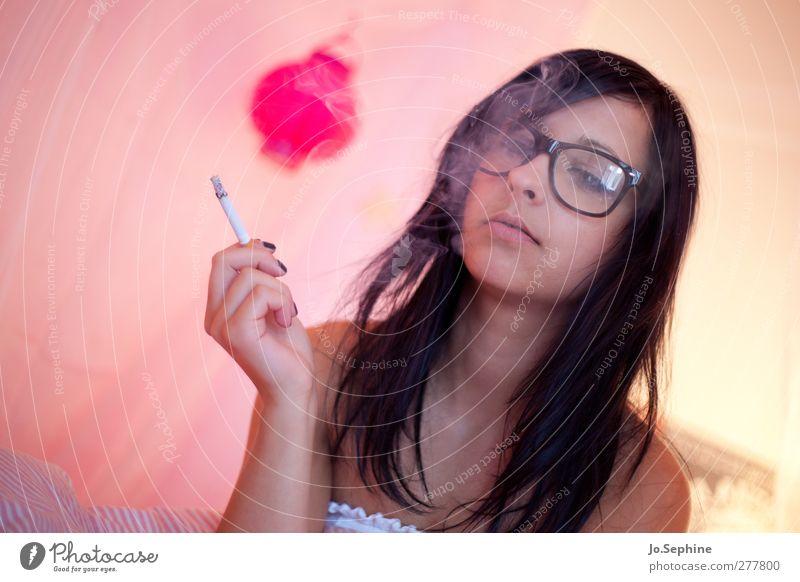 just blowin' smoke Mensch Jugendliche schön Erwachsene feminin Junge Frau Stil 18-30 Jahre rosa Lifestyle kaputt Brille Rauchen Rauschmittel trashig
