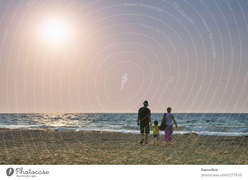 familienausflug Mensch Frau Kind Mann blau Wasser Ferien & Urlaub & Reisen schön Sommer Sonne Meer Strand ruhig Erwachsene Ferne Küste