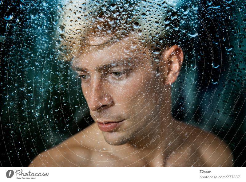 dreamer Mensch Jugendliche blau Wasser Einsamkeit Erwachsene Fenster kalt Traurigkeit Denken Junger Mann träumen Regen 18-30 Jahre blond natürlich