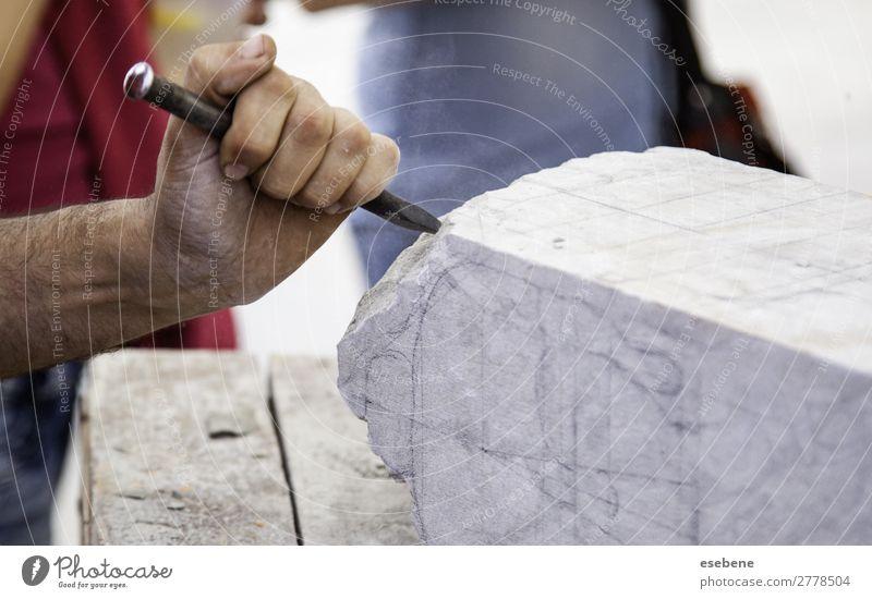 Steinhauen, Handwerker formt Stein kaufen Arbeit & Erwerbstätigkeit Beruf Business Werkzeug Hammer Mensch Mann Erwachsene Kunst Kreativität Tradition