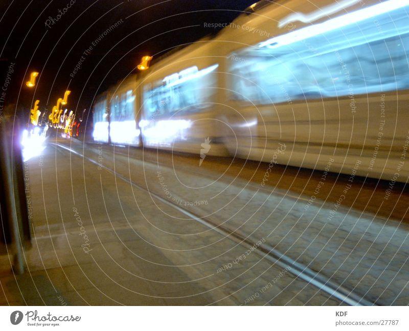 Straßenbahn Bremen Nacht Langzeitbelichtung Gleise Licht Laterne Stil KDF Bewegung Unschärfe