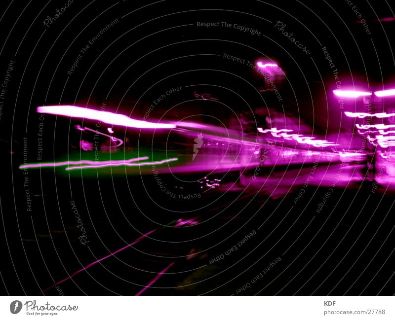 Bahnhof Bremen Eisenbahn Nacht Langzeitbelichtung schwarz violett grün Laterne Bewegung KDF