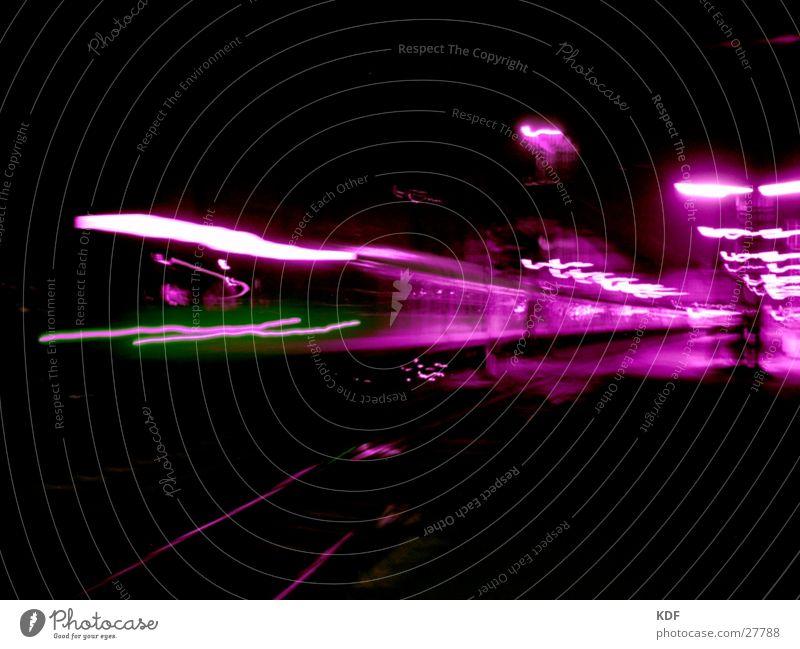 Bahnhof Bremen grün schwarz Bewegung Eisenbahn violett Laterne