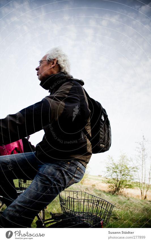 Hiddensee | nur echt mit Körbchen. Mensch Natur Mann Ferien & Urlaub & Reisen Erwachsene Freiheit Beine Fahrrad Wind Freizeit & Hobby maskulin Ausflug fahren 45-60 Jahre Fahrradfahren Jacke