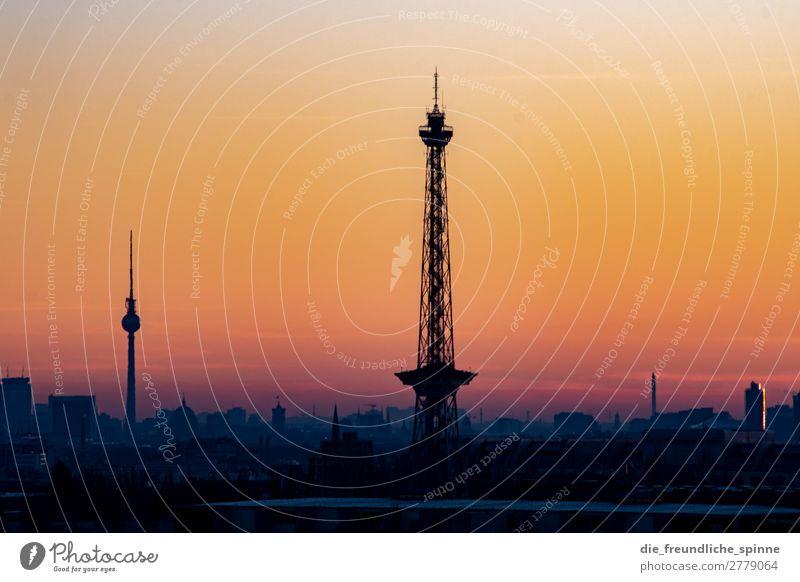 Die zwei Türme Himmel blau Sonne Winter Ferne schwarz gelb Berlin Deutschland orange gold Aussicht Europa Schönes Wetter Sehenswürdigkeit Skyline