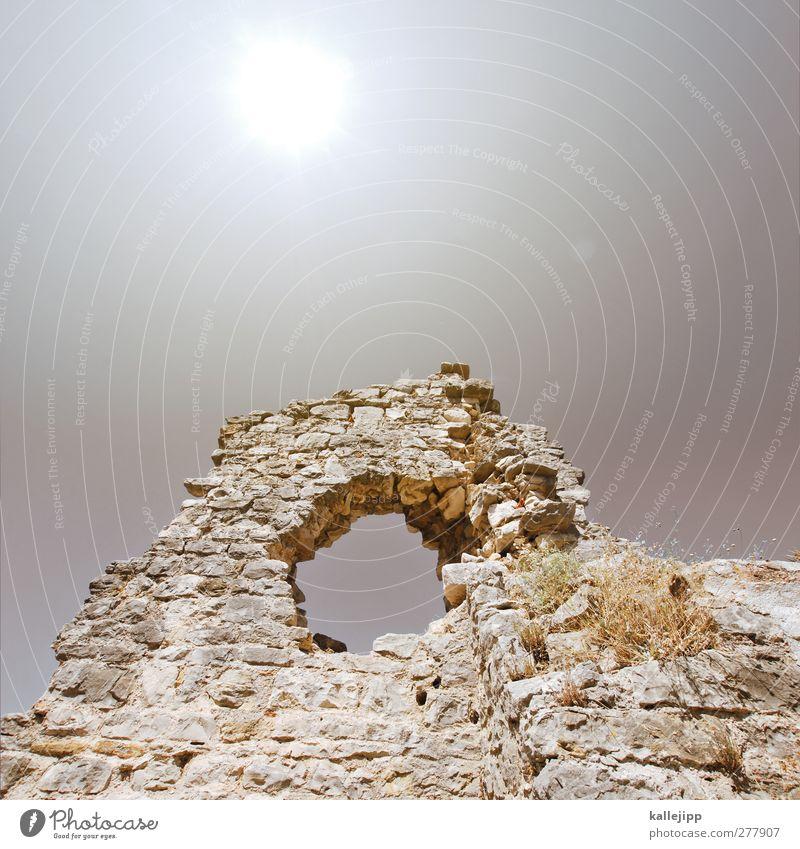 solin Stadt Menschenleer Haus alt Ausgrabungen Römerzeit Epoche Rom Antike Autofenster rund Loch Kroatien Stein Mauer Farbfoto Gedeckte Farben Außenaufnahme