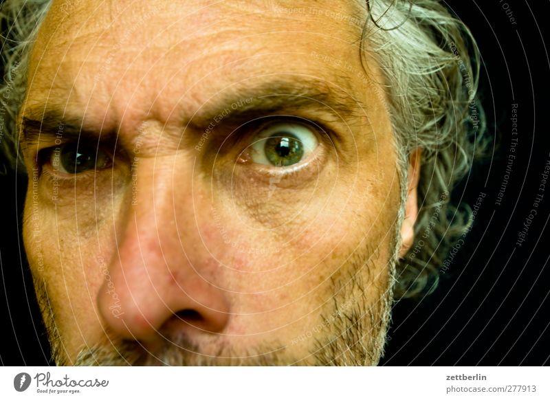Pünktchen, Pünktchen, Komma Mann Erwachsene Gesicht Auge maskulin Nase Häusliches Leben 45-60 Jahre Kontakt Wut Gewalt Bart Grimasse Aggression Ärger