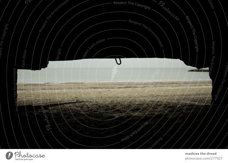 RUHE VORM DEM STURM Umwelt Natur Himmel Horizont schlechtes Wetter Regen Küste Strand Menschenleer Ruine Mauer Wand Fenster alt außergewöhnlich bedrohlich