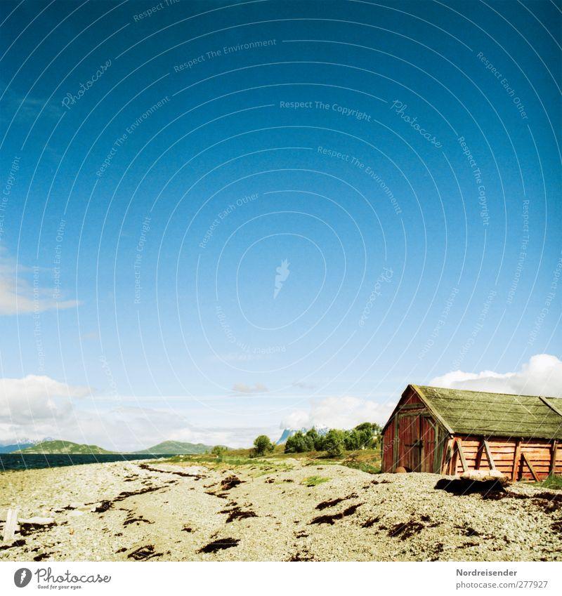 Bootshaus ruhig Sommer Strand Meer Landschaft Sand Wasser Himmel Schönes Wetter Küste Hütte Gebäude Architektur Erholung natürlich Einsamkeit Idylle