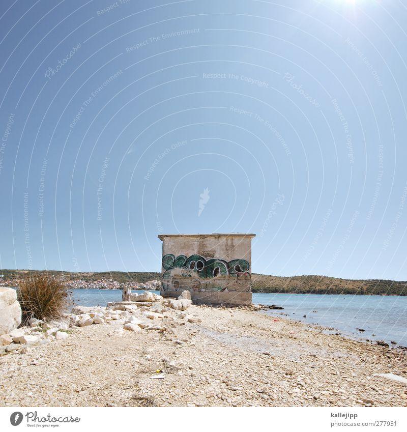 mit meerblick Umwelt Erde Wasser Wolkenloser Himmel Sommer Küste Graffiti Stein Kroatien Adria Farbfoto Außenaufnahme Menschenleer Licht Kontrast Sonnenlicht