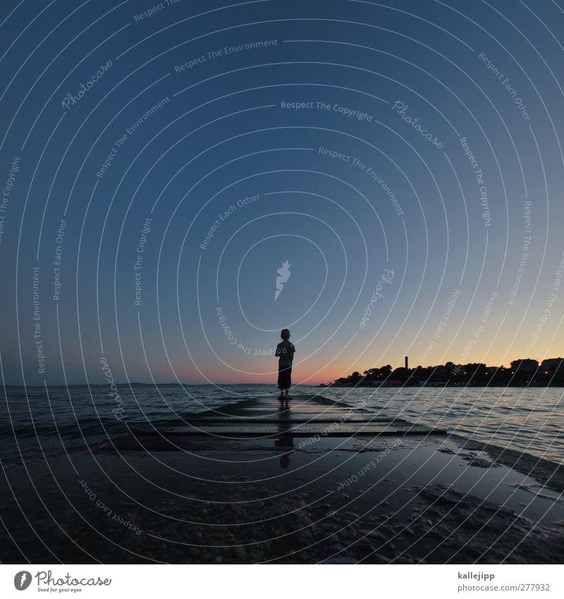 bye, bye croatia Mensch Junge Körper 1 3-8 Jahre Kind Kindheit Umwelt Wasser Horizont Sonnenaufgang Sonnenuntergang Sonnenlicht Wellen Küste stehen Adria