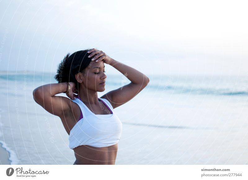 relax Mensch Jugendliche Ferien & Urlaub & Reisen schön Sommer Strand ruhig Erwachsene Erholung Ferne feminin Leben Junge Frau Freiheit Glück Gesundheit