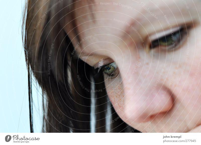 ich Mensch feminin Junge Frau Jugendliche Auge 1 18-30 Jahre Erwachsene beobachten Denken lesen Blick Wachsamkeit Vorsicht Gelassenheit geduldig Konzentration