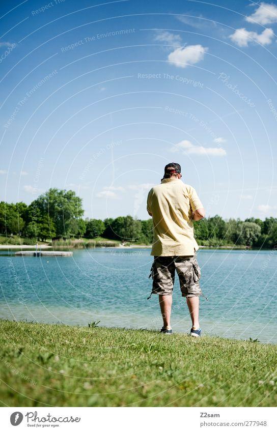Tag am See Mensch Natur Jugendliche Ferien & Urlaub & Reisen Sommer Erwachsene Erholung Landschaft Wiese Junger Mann Horizont 18-30 Jahre natürlich