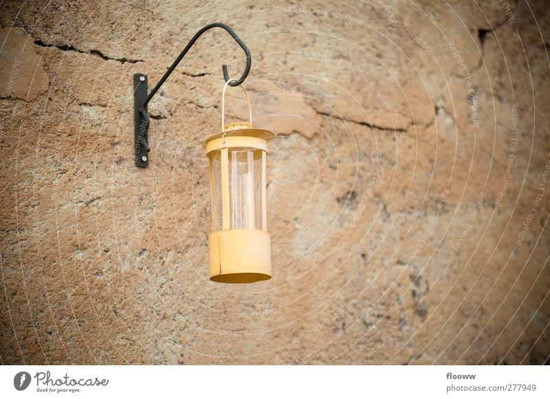 alte Lampe schön gelb Wand Mauer Stein Garten Stil braun orange Wohnung Fassade Beton Dekoration & Verzierung Möbel