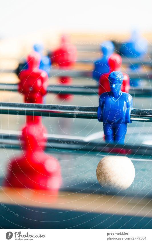 Tischfußballspiel Sportwettbewerb Freude Erholung Freizeit & Hobby Spielen Fußball Spielzeug blau rot Konkurrenz Ball konkurrieren Streichholz Spieler Team
