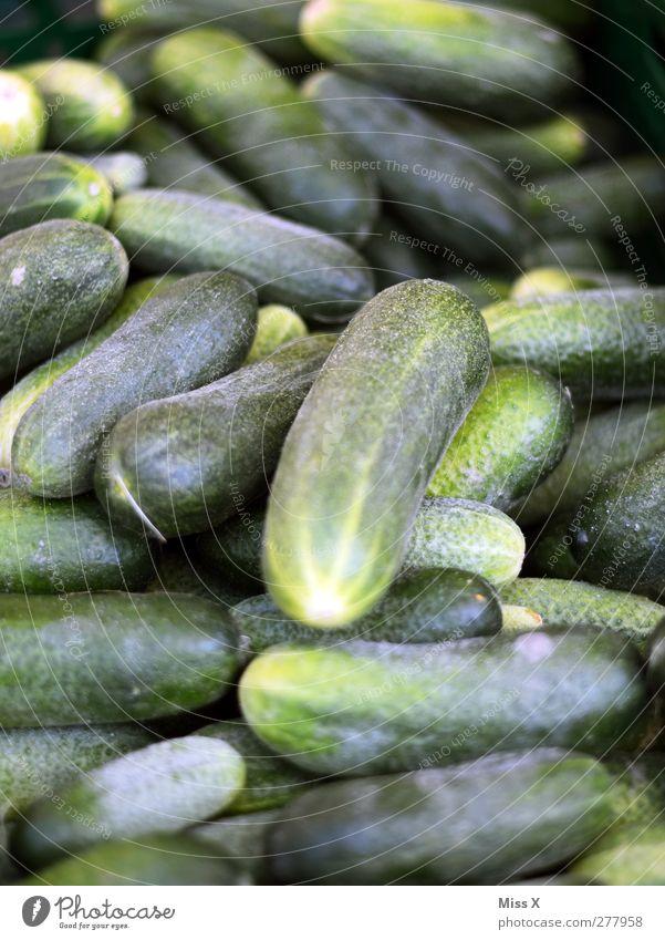 Gurke grün Lebensmittel Ernährung Gemüse Bioprodukte Vegetarische Ernährung sauer Gemüsehändler Gemüsemarkt Gewürzgurke