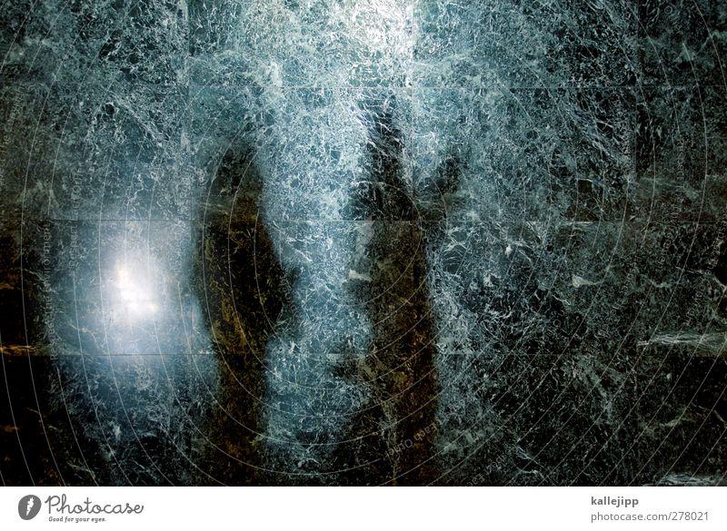 museumsbesucher Mensch 2 stehen Museum Besucher lesen Granit Steinmauer Mauer Farbfoto Innenaufnahme Licht Schatten Kontrast Silhouette