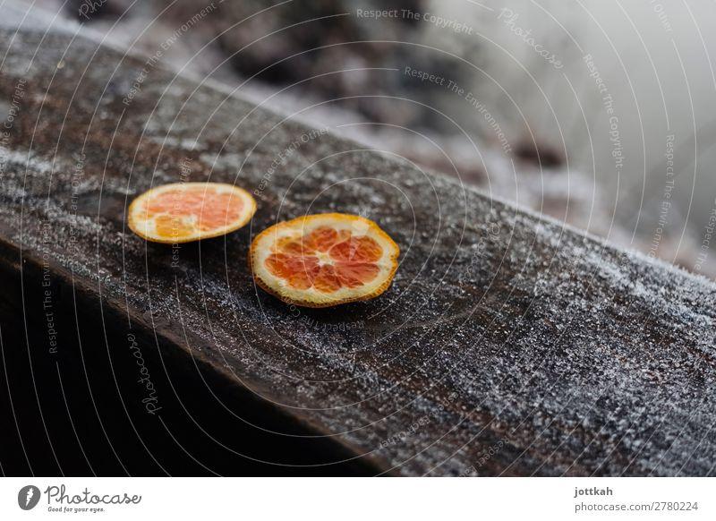 Winterliches Orangen-Picknick Gesunde Ernährung Farbe Gesundheit Lebensmittel Holz kalt orange Frucht trist Fitness Energie Vergänglichkeit Pause