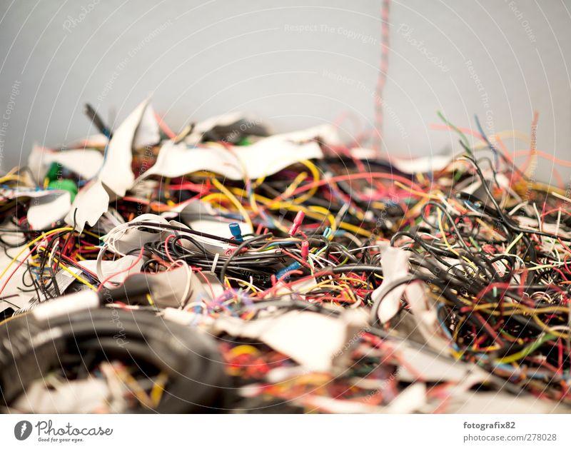 sabelkalat Container Kunststoff wild Stahlkabel durcheinander Draht Metallwaren vielfältig grau hell ausschuss Rest Farbfoto mehrfarbig Innenaufnahme