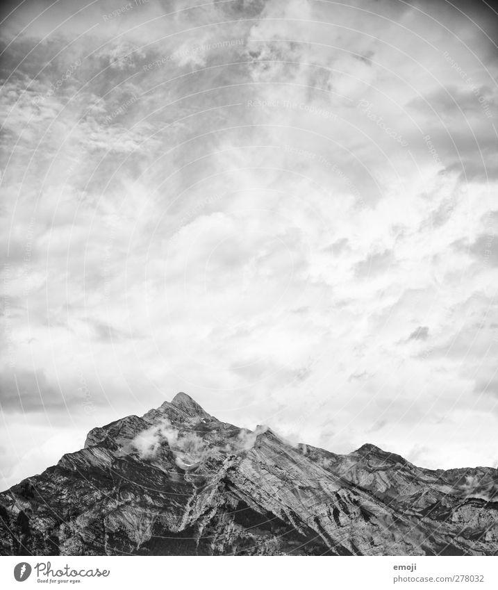 Zeichnung Himmel Natur Wolken Umwelt dunkel Berge u. Gebirge Felsen Wetter außergewöhnlich Klima bedrohlich Alpen Gipfel