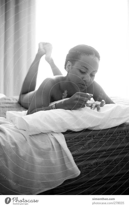 nägel machen Mensch Ferien & Urlaub & Reisen schön ruhig Erholung feminin nackt Freizeit & Hobby Zufriedenheit elegant Tourismus Häusliches Leben Pause Wellness