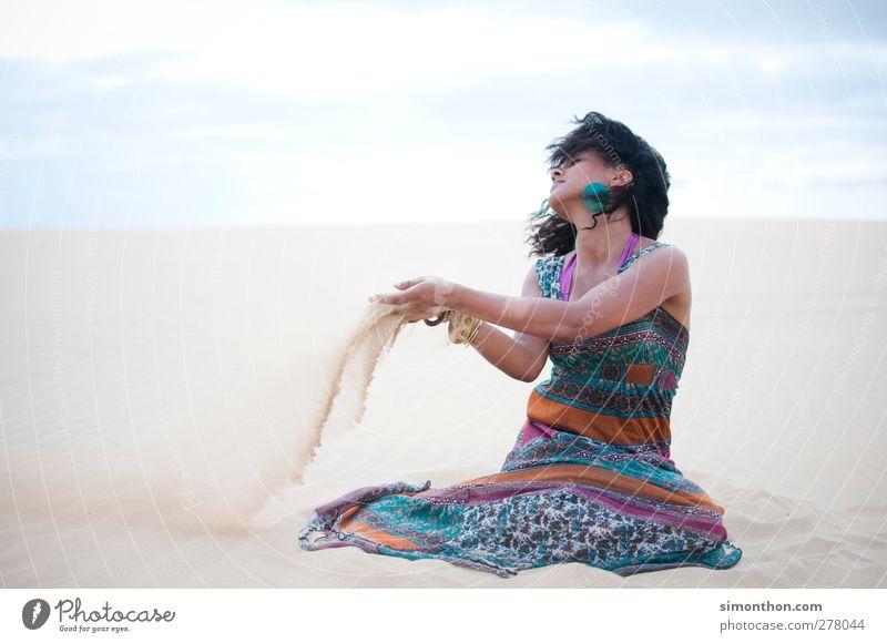sand Mensch Jugendliche Ferien & Urlaub & Reisen Sommer Sonne Meer Ferne Umwelt feminin Junge Frau Freiheit Wind Klima Abenteuer Schönes Wetter Vergänglichkeit