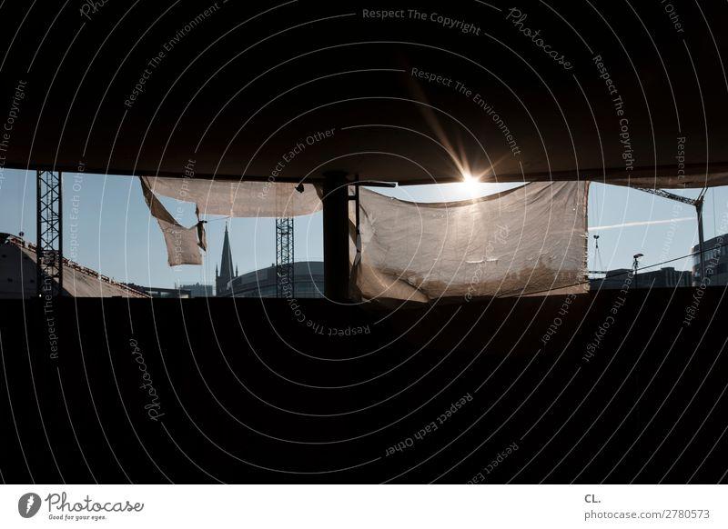 baustelle schaustelle Baustelle Wolkenloser Himmel Schönes Wetter Düsseldorf Stadt Menschenleer Haus Hochhaus Kirche Bauwerk Gebäude Architektur Mauer Wand Kran