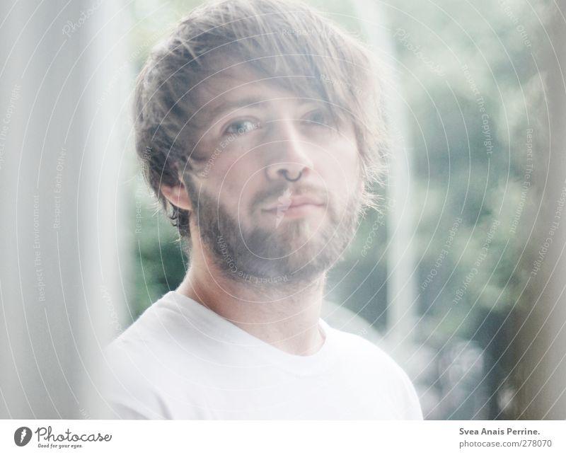 tim. maskulin Junger Mann Jugendliche Haare & Frisuren Gesicht 1 Mensch 18-30 Jahre Erwachsene Natur T-Shirt Piercing septum brünett langhaarig Bart beobachten