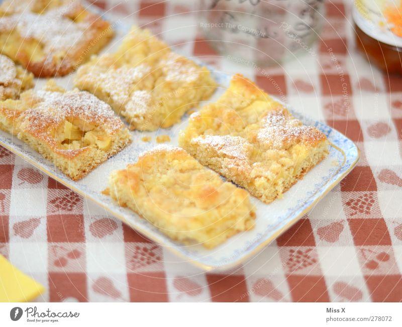 Apfelkuchen Lebensmittel Teigwaren Backwaren Kuchen Ernährung Kaffeetrinken Teller lecker süß Teile u. Stücke Obstkuchen Tisch Tischwäsche kariert Streusel