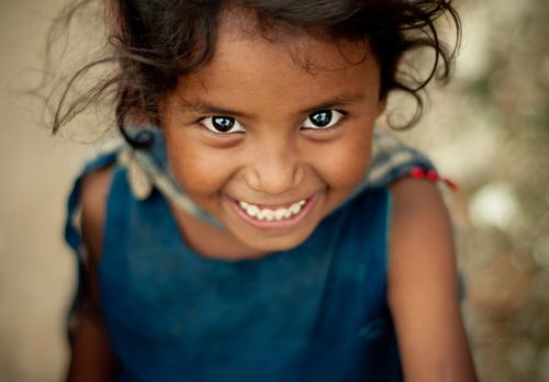 A Smile says it all Mensch Kind blau rot Mädchen Freude Ferne Liebe Auge feminin Gefühle lachen Glück Kopf braun Kindheit