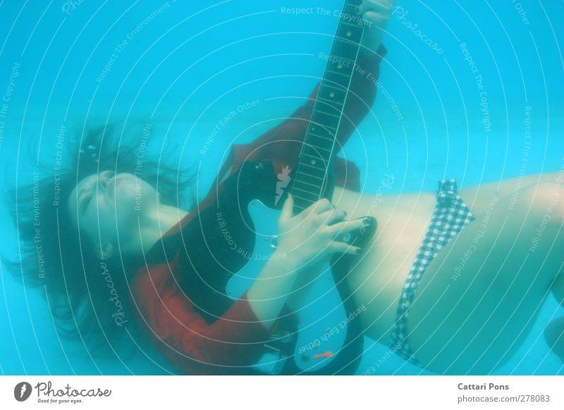 Underwater Guitar Hero Mensch Jugendliche blau Wasser Erwachsene feminin Junge Frau Schwimmen & Baden 18-30 Jahre nass verrückt T-Shirt einzigartig Schwimmbad festhalten tauchen