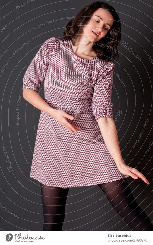 Bewegung Tanz Nachtleben Party Feste & Feiern Tanzen Mensch feminin Junge Frau Jugendliche Erwachsene 1 30-45 Jahre Mode Kleid schwarzhaarig langhaarig elegant