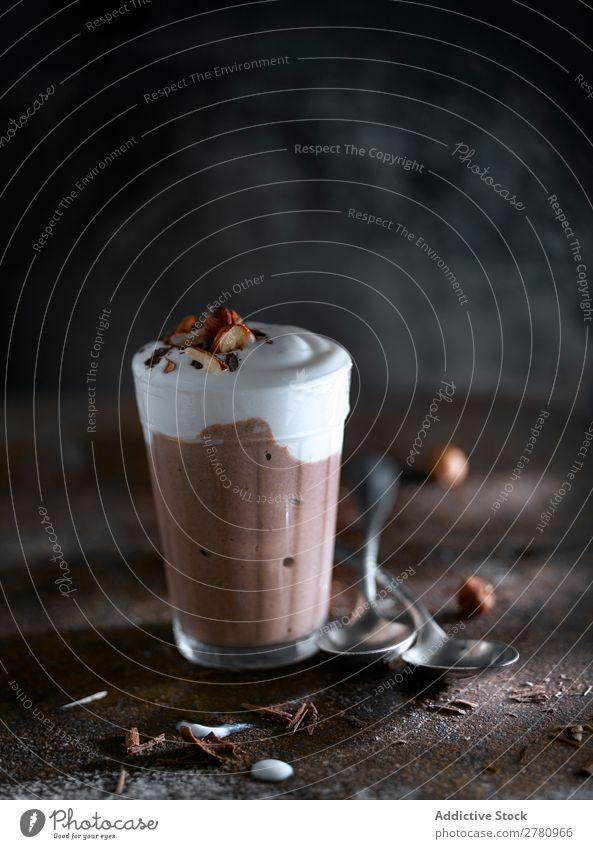 Süßer Schokoladen-Smoothie mit Eiscreme Milchshake süß kalt trinken Getränk Glas Ordnung frisch cremig lecker Molkerei geschmackvoll Zusammensetzung Snack