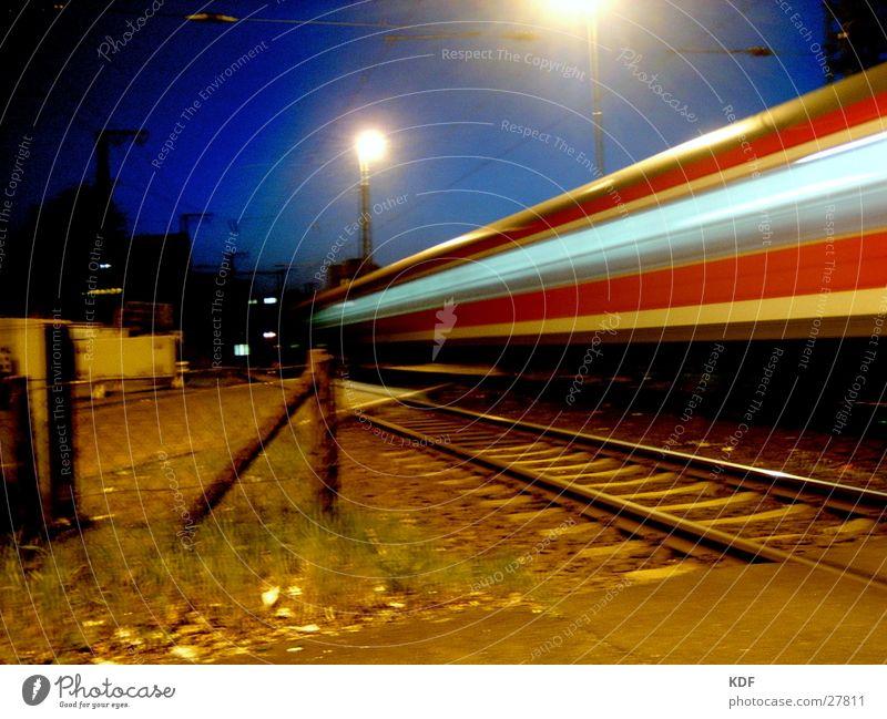 Bahnübergang Farbe Lampe Herbst Bewegung hell Eisenbahn Geschwindigkeit Gleise Bahnhof Abenddämmerung Bremen