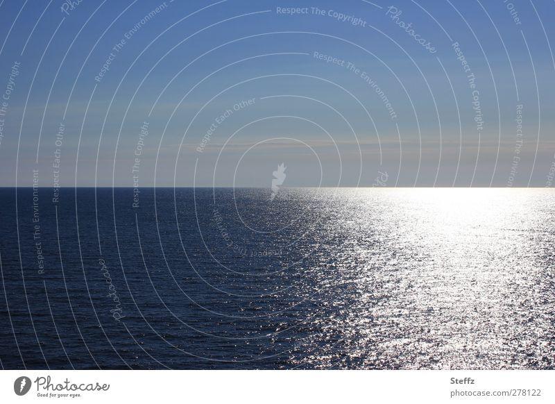 Die Weite Himmel Natur Ferien & Urlaub & Reisen blau Wasser Meer ruhig Landschaft Ferne Umwelt Horizont Erde Wetter Schönes Wetter Urelemente Romantik