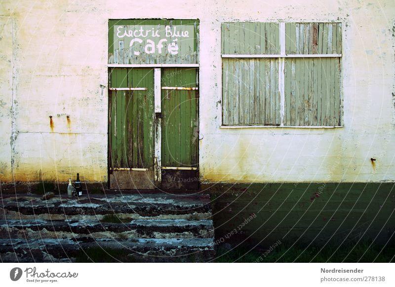 Electric Blue Café Stadt Einsamkeit Haus dunkel Fenster Wand Architektur Mauer Gebäude Zeit Tür Fassade Treppe Schilder & Markierungen Schriftzeichen