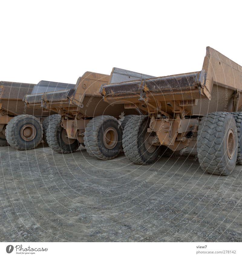 schweres gerät alt Straße dreckig Verkehr authentisch ästhetisch Pause Baustelle Güterverkehr & Logistik Ende Rad Lastwagen Stahl Fahrzeug parken Reifen