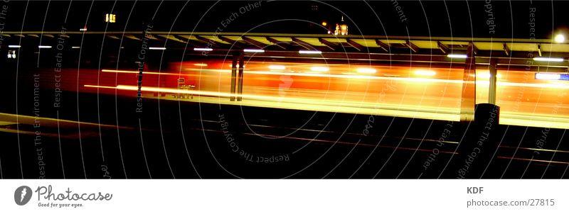 zug rot gelb Bewegung Geschwindigkeit Eisenbahn Bahnhof Station Bremen Ankunft verpassen Lomografie Abfahrt