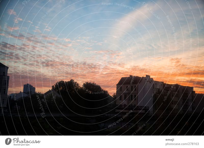 bb[B] Himmel Stadt Wolken Umwelt Horizont Schönes Wetter Stadtrand