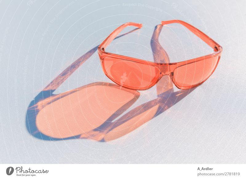 Sonnenbrille Farbe Coral Lifestyle Stil Design lesen Sommer Sommerurlaub Sonnenbad Kunst Sonnenlicht Frühling Schönes Wetter Mode Accessoire Brille Kunststoff