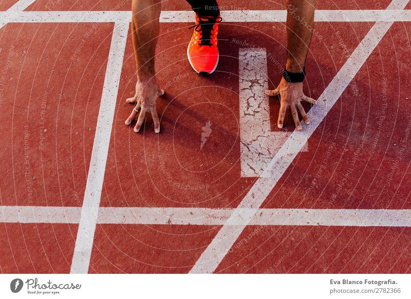 Nahaufnahme eines Läufers im Stadion Lifestyle Freizeit & Hobby Sport Joggen Mensch maskulin Junger Mann Jugendliche Erwachsene 1 30-45 Jahre Stadt rennen