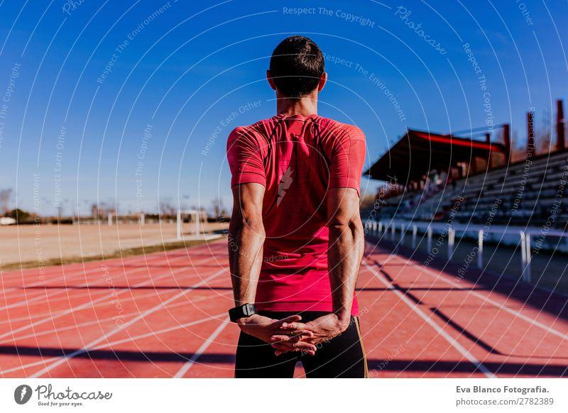 junger Läufer Mann Athlet an der Rennstrecke. Sport im Freien Lifestyle Freizeit & Hobby Leichtathletik Joggen maskulin Junger Mann Jugendliche Erwachsene 1