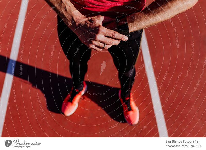 Läufer im Stadion. Sportkonzept Lifestyle Freizeit & Hobby Fitness Sport-Training Leichtathletik Joggen Mensch maskulin Junger Mann Jugendliche Erwachsene 1