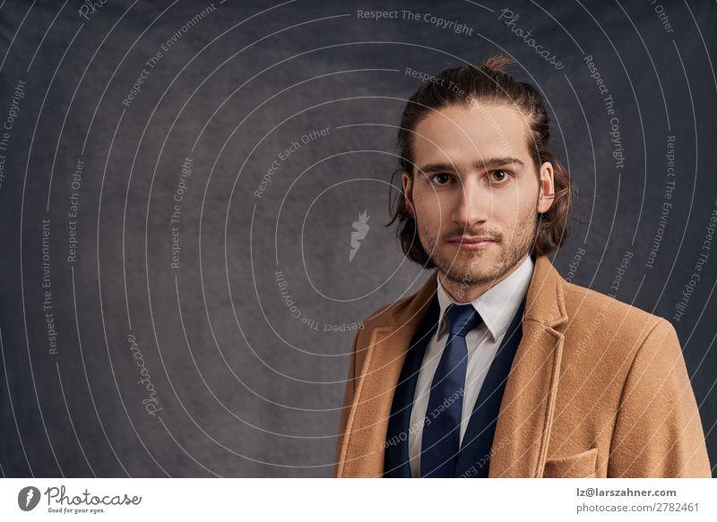 Gutaussehender langhaariger Mann in Blazer und blauer Krawatte Brötchen elegant Stil Gesicht Winter Erfolg Business Erwachsene 1 Mensch 18-30 Jahre Jugendliche