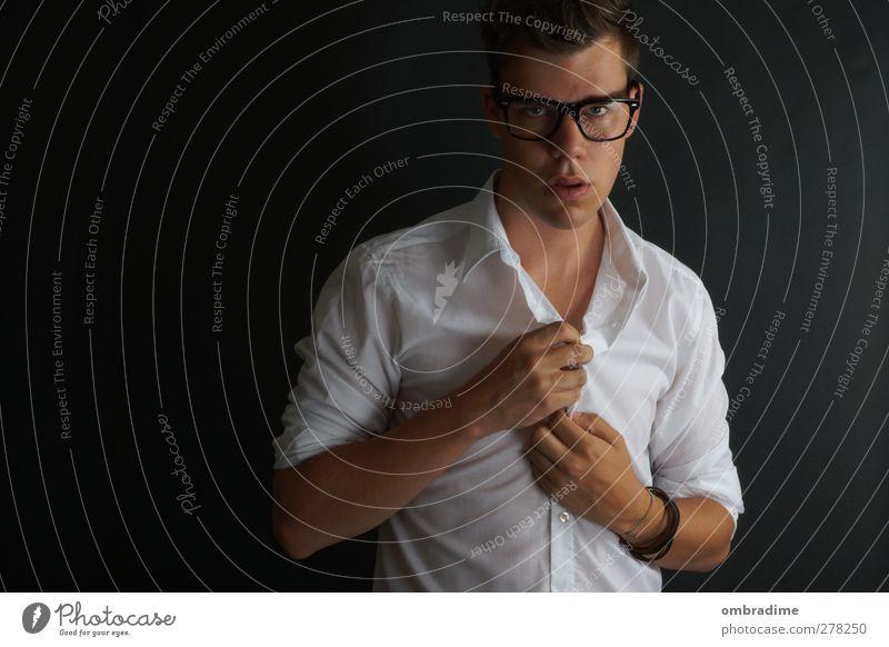 P.O.S.E.R. Stil Mensch maskulin Junger Mann Jugendliche Erwachsene Leben 1 18-30 Jahre Mode Hemd Accessoire Brille brünett Coolness dunkel trendy einzigartig