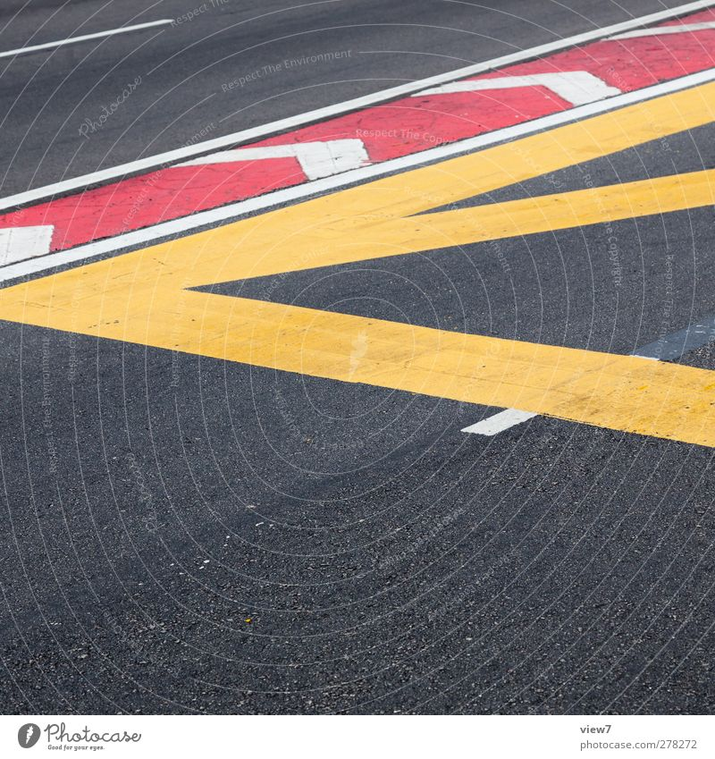 < Verkehr Verkehrswege Straße Straßenkreuzung Wegkreuzung Stein Beton Zeichen Schilder & Markierungen Hinweisschild Warnschild Verkehrszeichen Linie Streifen