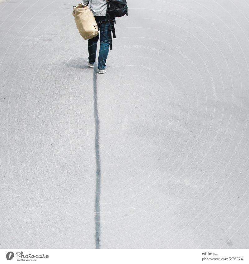 to walk the line Tourismus Abenteuer wandern Mensch Junge Frau Jugendliche Junger Mann Straße Linie gehen laufen grau Ziel Asphalt trampen Gepäck Rucksack