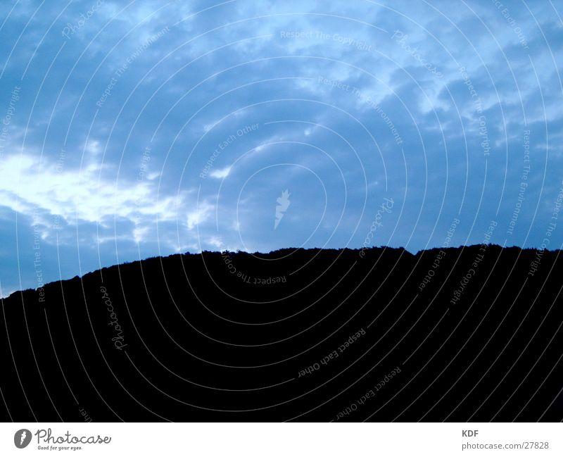 Morgenhimmel Baum blau Wolken dunkel kalt Berge u. Gebirge Angst Wind Aussicht Hügel Panik unheimlich Heidelberg
