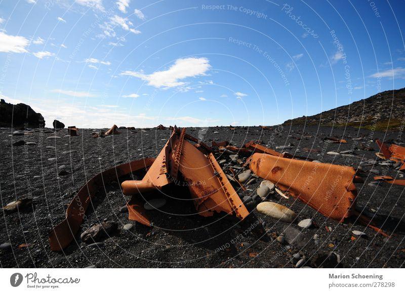 Rostiger Lavastrand Himmel Landschaft Küste kaputt Vergänglichkeit Vergangenheit Verfall Island Schiffswrack